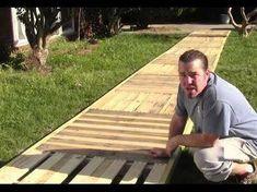 How to build pallet walkway, deck, sidewalk. Home Mender. How to build pallet walkway, deck, s Recycled Pallets, Wooden Pallets, 1001 Pallets, Diy Pallet Projects, Wood Projects, Pallet Ideas, Pallet Designs, Pallet Pathway Ideas, Construction Palette