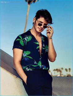 Sulkin Makes a Splash for Gay Times Gregg Sulkin pictured in a tropical print shirt from Sandro.Gregg Sulkin pictured in a tropical print shirt from Sandro. Mode Masculine, Gents T Shirts, Stylish Men, Men Casual, Mens Printed Shirts, Summer Outfits Men, Men Summer, Mens Summer Shirts 2018, Coachella For Men Outfits