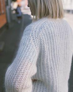 Ravelry: September Sweater pattern by PetiteKnit Easy Sweater Knitting Patterns, Knitting Stitches, Free Knitting, Knitwear Fashion, Knit Fashion, Bind Off, Holiday Sweater, Circular Needles, Mohair Sweater