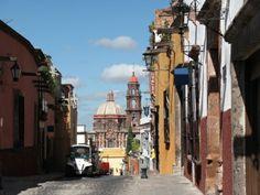 San Miguel de Allende, Guanajuato, México / Street in San Miguel de Allende, Guanajuato state, Mexico