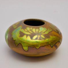 Zsolnay art nouveau / secession eosin vase  obert.mario177@gmail.com 0036207720472 Art Nouveau, Porcelain Ceramics, Earthenware, Pottery Art, Hungary, Vases, Texture, Crystals, Crafts