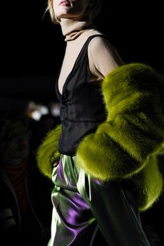 See detail photos for Dries Van Noten Fall 2017 Ready-to-Wear collection.