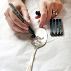 Step-by-step tutorials for creative reuse of spoons - perfect for place cards, garden decor, and rings!