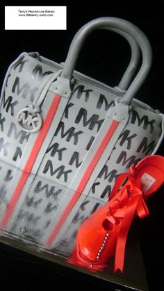 Purse cake - Red velvet and cream cheese Michael Kors handbag cake with a gumpaste shoe tied with a satin ribbon. Michael Kors Handbags Outlet, Cheap Michael Kors, Mk Handbags, Cheap Handbags, Designer Handbags, Fashion Bags, Fashion Handbags, Runway Fashion, Fashion Trends