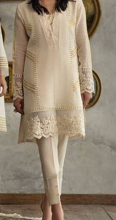 Best 12 Fashionable muslim pakistani outfit for eid mubarak 20 – SkillOfKing. Fancy Dress Design, Stylish Dress Designs, Stylish Dresses For Girls, Casual Dresses, Pakistani Formal Dresses, Pakistani Fashion Casual, Pakistani Dress Design, Pakistani Outfits, Sleeves Designs For Dresses