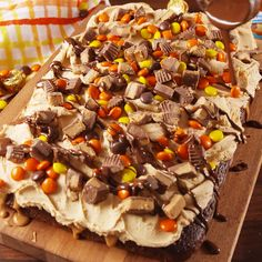 Peanut Butter Poke Cake Chocolate peanut butter poke cake is for serious Reese's lovers only.Chocolate peanut butter poke cake is for serious Reese's lovers only. Best Cake Recipes, Sweet Recipes, Favorite Recipes, Southern Recipes, Easy Recipes, Easy Desserts, Delicious Desserts, Yummy Food, Grilled Desserts