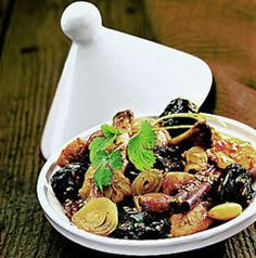 The very best moroccan recipes from traditional moroccan cuisine and gastronomy - The dry prune tajine recipe. Morrocan Food, Moroccan Kitchen, Tajin Recipes, Prune Recipes, Tagine Cooking, Dried Prunes, Salty Foods, Pasta, Chicken Recipes