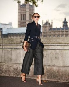 Know how to style culottes pants. Culottes fashion is the latest fashion trend. You can buy culottes with interesting pattern. Estilo Olivia Palermo, Olivia Palermo Lookbook, Olivia Palermo Style, Mode Outfits, Office Outfits, Chic Outfits, Fashion Outfits, Fashion Trends, Fasion