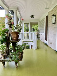 Hamptons House, The Hamptons, Beauty Makeover, Garden Seating, Painted Floors, Clever Design, Ginger Jars, Vintage Furniture, Beautiful Homes