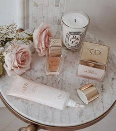 Saturday morning bath featuring my current favourites! I will be posting a video of my current summer skincare routine this week! Classy Aesthetic, Beige Aesthetic, Beauty Care, Beauty Skin, Janice Joostema, Skin Care Routine For 20s, Skincare Routine, Beauty Room, Luxury Beauty
