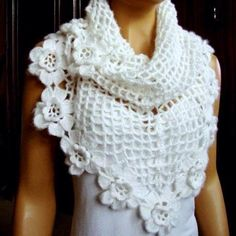 White shawl so beautiful Crochet Cape, Crochet Scarves, Crochet Clothes, Knit Crochet, Knitting Patterns, Crochet Patterns, Crochet Shawls And Wraps, Crochet Accessories, Beautiful Crochet