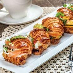 Croissants apéritifs au saumon fumé Crescent Rolls, Sunday Brunch, Bagel, Tea Time, Seafood, Dinner Recipes, Pork, Appetizers, Food And Drink