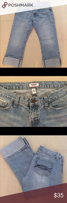 Abercrombie &Fitch cropped jeans Nice pair of cropped jeans by Abercrombie & Fitch. Great condition! Abercrombie & Fitch Jeans Ankle & Cropped