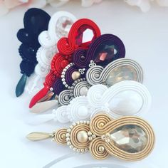 To accomplish the natural, native look, go for beaded earrings. They are certainly distinct and attention-catching. Pick from a variety of various colored or monochromatic styles, mix and match according to your clothing, and existing jewelry. Soutache Bracelet, Soutache Jewelry, Beaded Jewelry, Diy Earrings Tutorial, Soutache Tutorial, Silk Ribbon Embroidery, Hand Embroidery Designs, Handmade Wire Jewelry, Handmade Necklaces