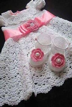 Patrones gráficos de vestidos para bebés en crochet