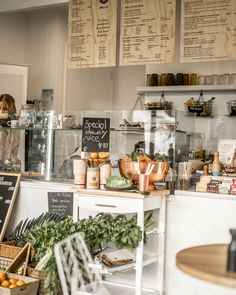 cafe in australia, Jungle and Co. in Noosa and how to order coffee in Australia Coffee Shop Bar, Coffee Store, Coffee Shop Design, Rustic Cafe, Rustic Restaurant, Restaurant Design, Cafe Interior Design, Cafe Design, Design Design