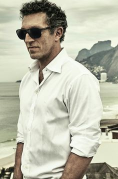Vincent Cassel with Vuarnet. Pilot shape which suits people with large faces with lens in high quality of Vuarnet. Made in France #vuarnet #sunglasses #sunglasses2016 #vuarnetsunglasses http://lenshop.gr/manufacturers/11547-vuarnet/sunglasses