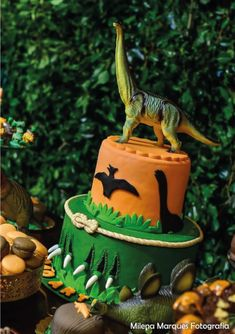 Dinosaur Birthday Cakes, Dinosaur Cake, Dinosaur Party, Festa Jurassic Park, Birthday Party At Park, Party Themes For Boys, T Rex, Dragons, Lucca