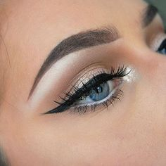 winged eyeliner, eyeshadow, crease, mascara, eye makeup, eyebrows, make up, beauty