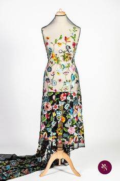 Dantelă multicoloră pe bază din tulle negru elastic, cu ochiuri mici. Dantelă cu design floral realizat din fire lucioase multicolore. Modelul dantelei este amplu, desfășurat pe întreaga suprafață a materialului, fără borduri distincte. Dantela poate fi utilizată pentru confecționarea rochiilor de ocazie și a altor articole vestimentare. Dresses, Design, Fashion, Vestidos, Moda, Fashion Styles, Dress, Fashion Illustrations