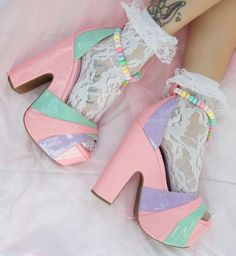 pink heels and kawaii fashion image Pastel Goth Fashion, Kawaii Fashion, Lolita Fashion, Cute Fashion, Fashion Shoes, Fashion Outfits, Kawaii Shoes, Kawaii Clothes, Aesthetic Shoes