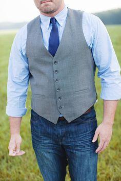 casual groom look in blues | Leah Savage #wedding