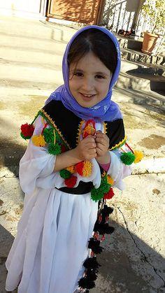 "Kurdish Girl wishes you ""Happy Newroz""❤ Foto: Jan Sefti"