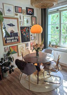 Living Room Decor, Living Spaces, Bedroom Decor, Retro Living Rooms, Bedroom Ideas, Deco Retro, Aesthetic Room Decor, My New Room, House Rooms