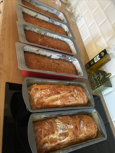 Välillä Littoisissa leivotaan myös leipää. Saaristolaisleipää ja testattu uusi sämpyläohje. Taikina oli niin löysää että laitoin vuokaan. Hyvältä maistui.