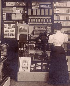 Ancien magasin Kodak, 1900 #Kodak #Photographie