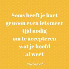 """Veel kinderen van gescheiden ouders hopen dat hun ouders weer bij elkaar komen, ook al weten ze dat dit niet zo is. """"Soms heeft je hart gewoon even iets meer tijd nodig om te accepteren wat je hoofd al weet""""  Wil je meer lezen over kinderen en scheiden en wat je kan doen om een kind te helpen: www. psychogoed.nl/scheiden  #quote scheiding #echtscheiding, #kinderen #uitelkaargaan"""
