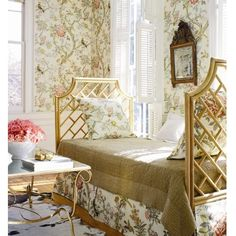 featuring a chippendale day bed and chinoiserie wallpaper (De Gourney)