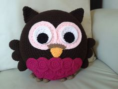 Crochet owl pillow More - Crocheting Atlas Crochet Owl Pillows, Crochet Pillow Pattern, Crochet Owls, Crochet Home, Cute Crochet, Crochet For Kids, Crochet Patterns, Amigurumi Patterns, Crochet Projects