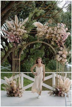 Wedding Backdrop Design, Floral Wedding Decorations, Wedding Themes, Wedding Photo Walls, Flower Arrangement Designs, Autumn Bride, Bridal Table, Minimal Wedding, Ceremony Arch