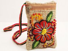Monedero bordado MON080023 Mexican Embroidery, Embroidery Bags, Embroidery Patterns, Crochet Projects To Sell, Denim Handbags, Estilo Hippie, Jute Bags, Freeform Crochet, Sewing Crafts