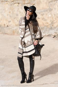Ethnic Poncho Coat and Leather Pants | With Or Without Shoes - Blog Moda Valencia Tendencias