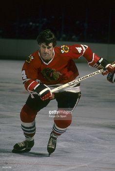 Orr Free Agent from the Boston Bruins Blackhawks Hockey, Hockey Goalie, Chicago Blackhawks, Chicago Chicago, Ice Hockey Players, Nhl Players, Hockey Pictures, Bobby Orr, Sports Figures