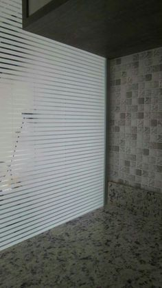 Revestimento adesivo para vidro e pastilhas adesivas na parede