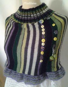 Tour de cou, chauffe épaules tricoté main en laine aux couleurs alternées de vert,violet,écru : Echarpe, foulard, cravate par madilaine
