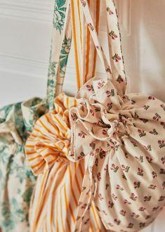 Sewing Station, Vintage Flower Prints, Sewing Pants, Diy Tote Bag, Linen Bag, Coton Biologique, Cotton Velvet, Green Flowers, Parisian Style