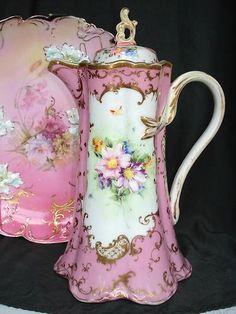 Ah yes, the vintage chocolate pot. Antique China, Vintage China, Vintage Teapots, Vintage Dishes, Teapots And Cups, Teacups, Chocolate Pots, Pink Chocolate, China Patterns