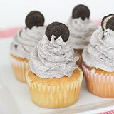 Cookies and Cream Cupcakes are good idea how to incorporate your favorite Oreo cookies into a bake good. Every Oreo lover won't be able to resit these delicious Cupcake Recipes, Baking Recipes, Dessert Recipes, Oreo Cupcakes, Yummy Cupcakes, Oreo Cookies, Yummy Treats, Delicious Desserts, Yummy Food