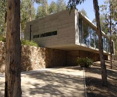 Omnibus House by Gubbins Arquitectos -- fun to see and compare to early modern houses by Marcel Breuer