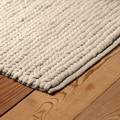 Rope Rug I want some old white or off white tee shirts to make one of these with!