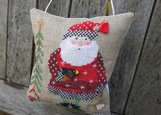 Design: Santa Angel by Heartstrings/The Artists Collection       found in the 2013 JCS Christmas Ornament Issue      Threads : DMC,...