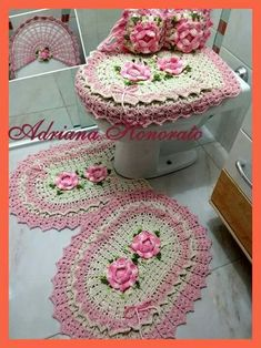Jg banheiro Crochet Round, Crochet Home, Crochet Baby, Fun Crafts, Diy And Crafts, Bathroom Sets, Candy Colors, Crochet Doilies, Table Runners