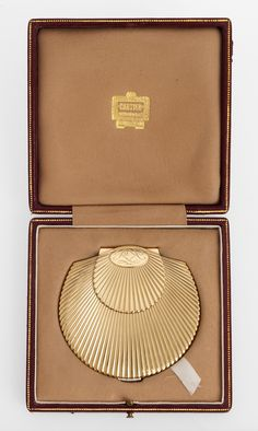 POWDER COMPACT, CARTIER, 9K GOLD WITH BRILLIANT CUT DIAMONDS, TOT.