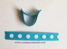4.-Ahora diviértete haciendo el búho, pegamos los 2 listones mas pequeños ( 3 cm y 5 cm)  Sigue el paso a paso de la foto.