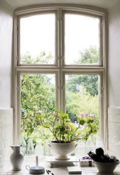 end of summer Wooden Windows, Beautiful Interiors, Colorful Decor, Rustic Farmhouse, Bali, Vintage, House Styles, Vignettes, Places