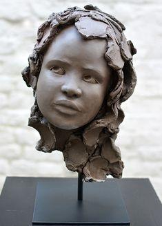 Céleste Sculpture grès de Chloé Sontrop www.meltingargallery.com
